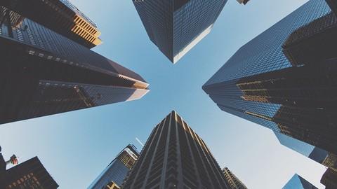 インターネットバンキングなどで多くの人が利用する都市銀行のウェブサイト。グループの親会社もまとめてチェックしてみよう!