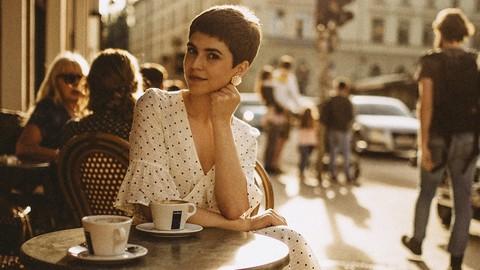 お気に入りのカフェでのんびりと過ごす。あなたのお気に入りのカフェは?季節限定や新商品が多いから、画像軽量化の効果は非常に高い!