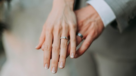 結婚式をあげるなら、まずは式場予約サイトをチェック?それともゼクシィ本?人生で幸せなひとときを過ごす結婚式場は、たくさんの式場から選ぶからPV数が多い!画像軽量化してあれば、ユーザーのギガも減らなくなる!